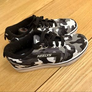 Heelys Camo sneaker size 5 youth